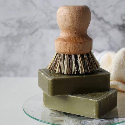 11 productes de neteja sostenible per fer a casa